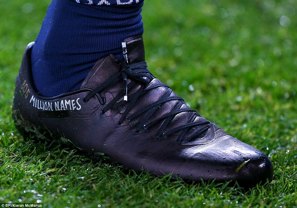 25c5c14400000578-2957598-ibrahimovic_s_customised_boots_during_paris_saint_germain_s_matc-a-85_14242105814751